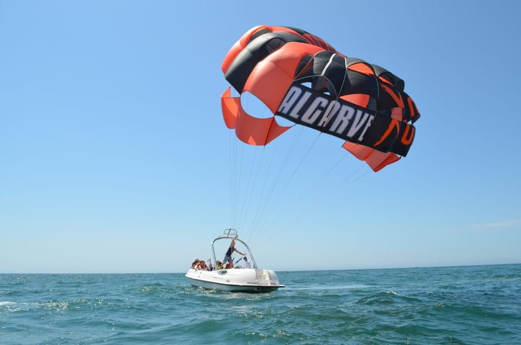 Albufeira things to do: parasailing