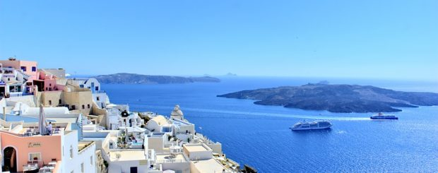 Watersports Activities you can Enjoy with Your Family in Santorini