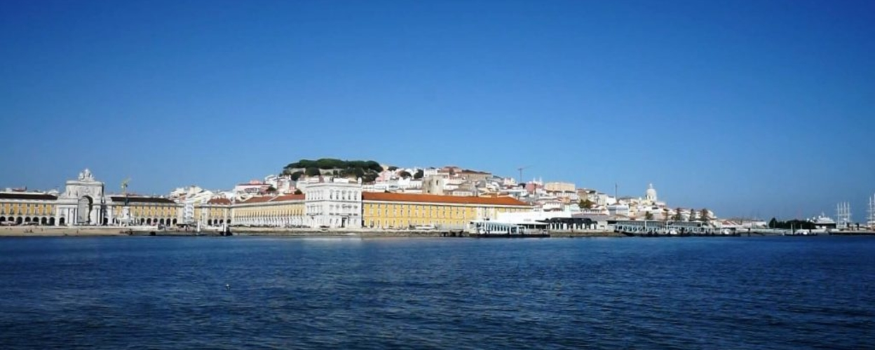 Enjoy Lisbon's most emblematic landmarks while relaxing aboard of the sundeck with some nice background music