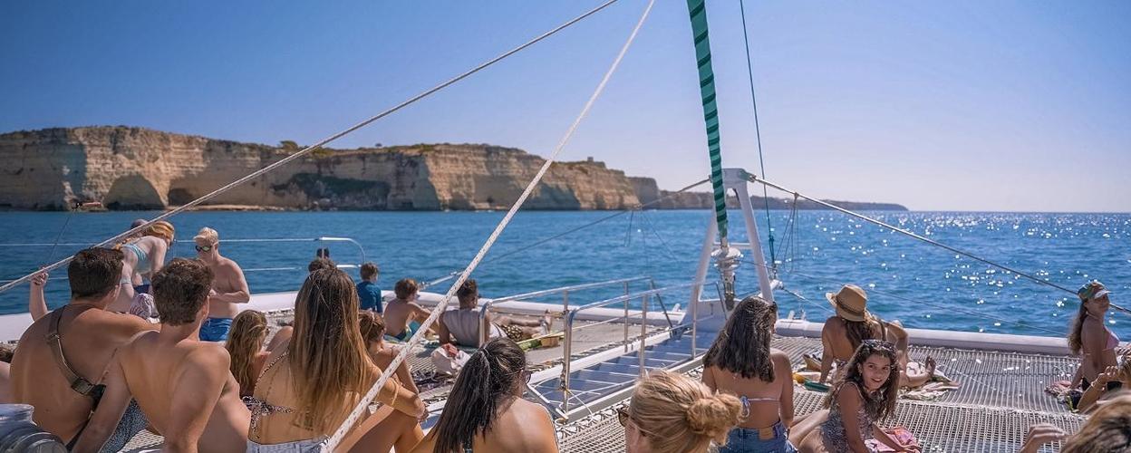 Sailing tour from Portimão to Benagil