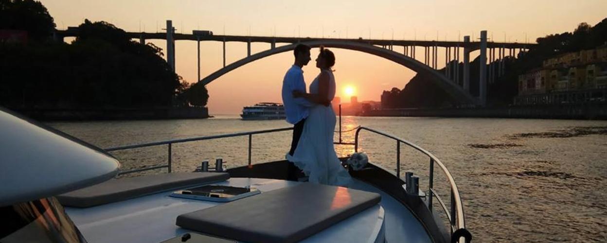 Private boat tour in Porto by night Cover