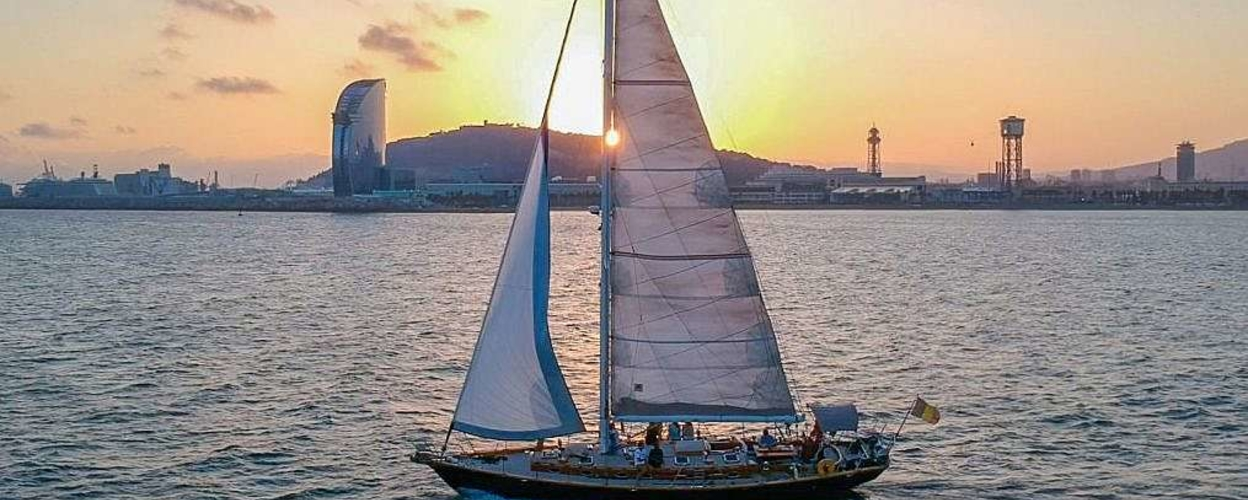 Cover for sunset cruise Barcelona
