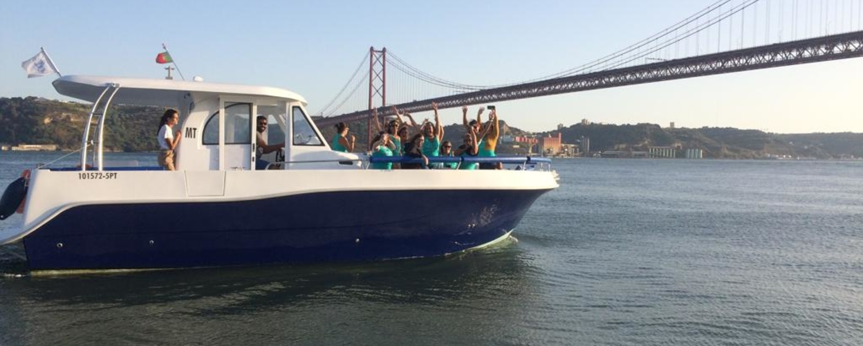 Group boat tour in Lisbon Cover