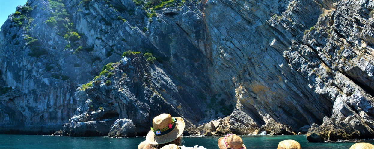Boat tour from Sesimbra to Cabo Espichel