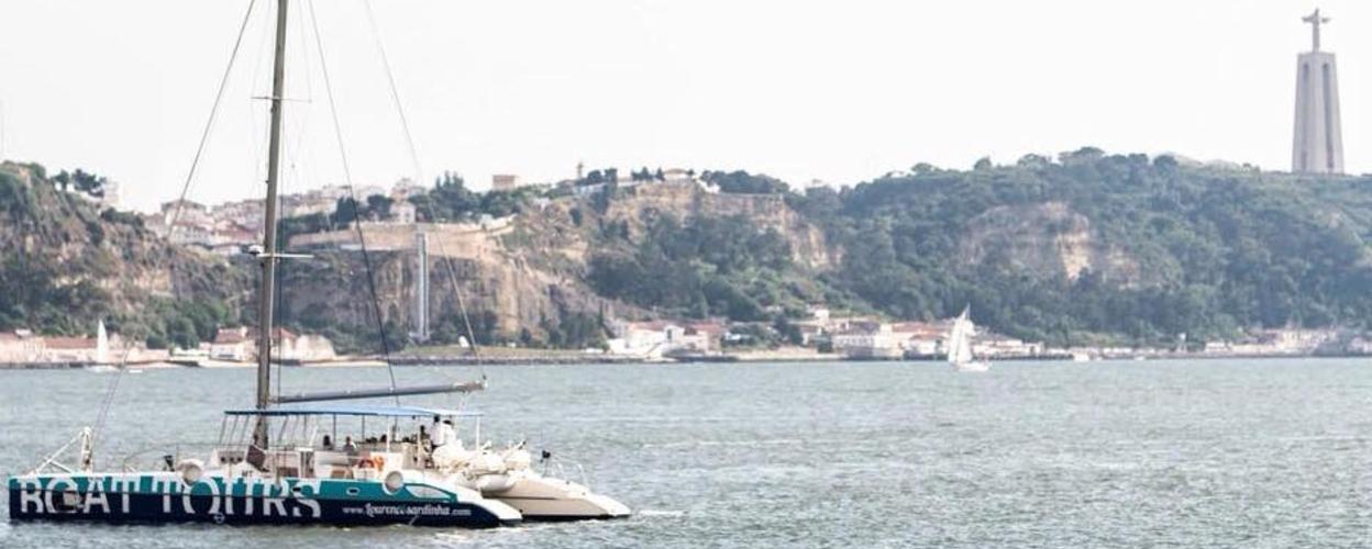 Beach boat tour in Lisbon