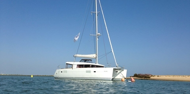 Or rather sail on a Catamaran Lagoon 400?