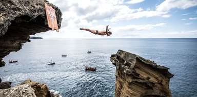 Watch the Cliff Diving in São Miguel from a boat