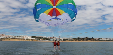 Parasailing in Albufeira