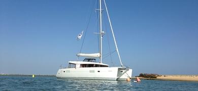 Or rather sail on a Catamaran Lagoon 400?