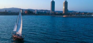 Sunset sailing tour Barcelona