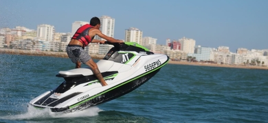 This jet ski rental includes a safety briefing as well as a short introduction on how to use the jet ski