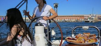 Brunch sailing tour in Barcelona