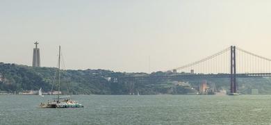 catamaran tour in Lisbon