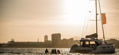 Full moon boat cruise in Barcelona