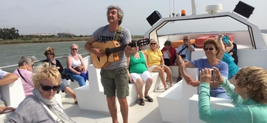 Carlos Cunha will play some live music on board