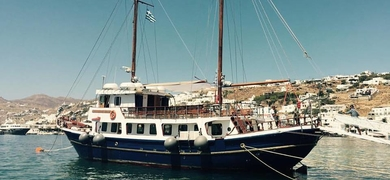 Come on board of our beautiful sailing boat from Mykonos to Delos