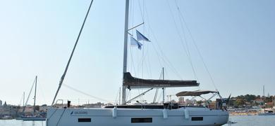 Nice sailing yacht in Cascais