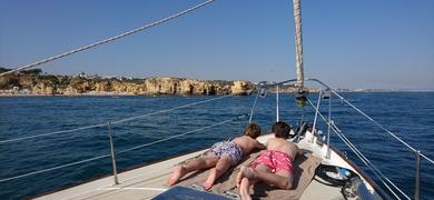 kids sailing in Albufeira