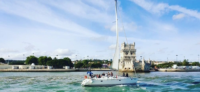 Sail along the best tourist attractions