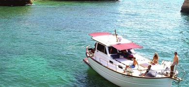 Explore the region of the Algarve on your boat