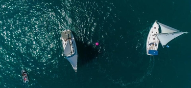 Explore the region of Valencia by boat