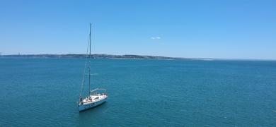 Lisbon sailing cruise to the beach