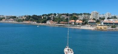 Lisbon sailing tour to the beach