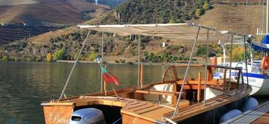 Come on board the boat in Pinhão