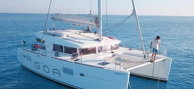 Come on board the spacious catamaran in Ibiza