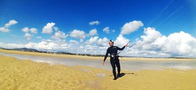 Join this kitesurf class in Tavira