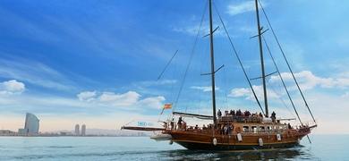 Boat tour in Barcelona