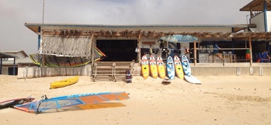 Meet us at our watersport center on the beach of Estoril