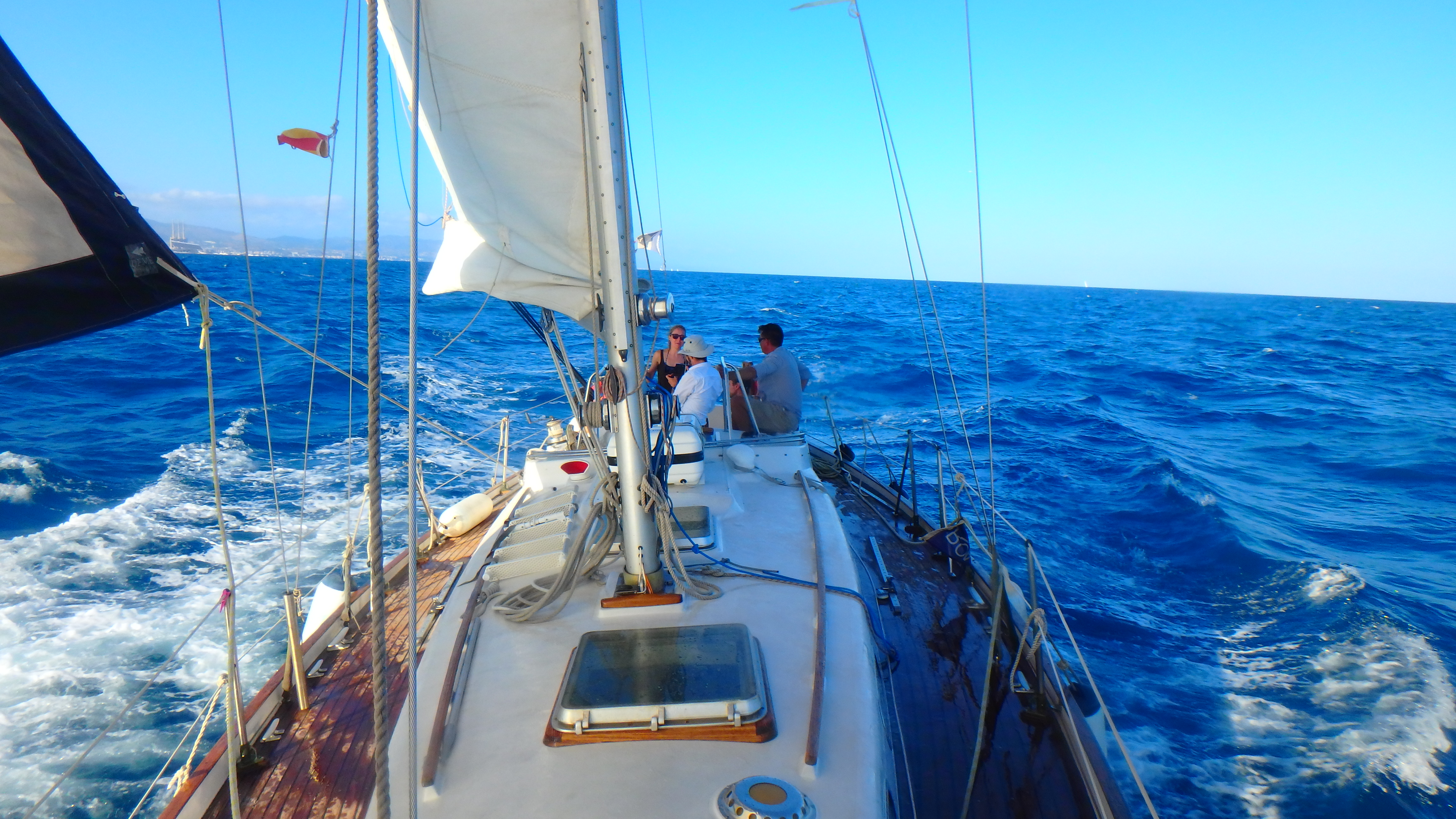 Private tour on a sailing boat in Barcelona