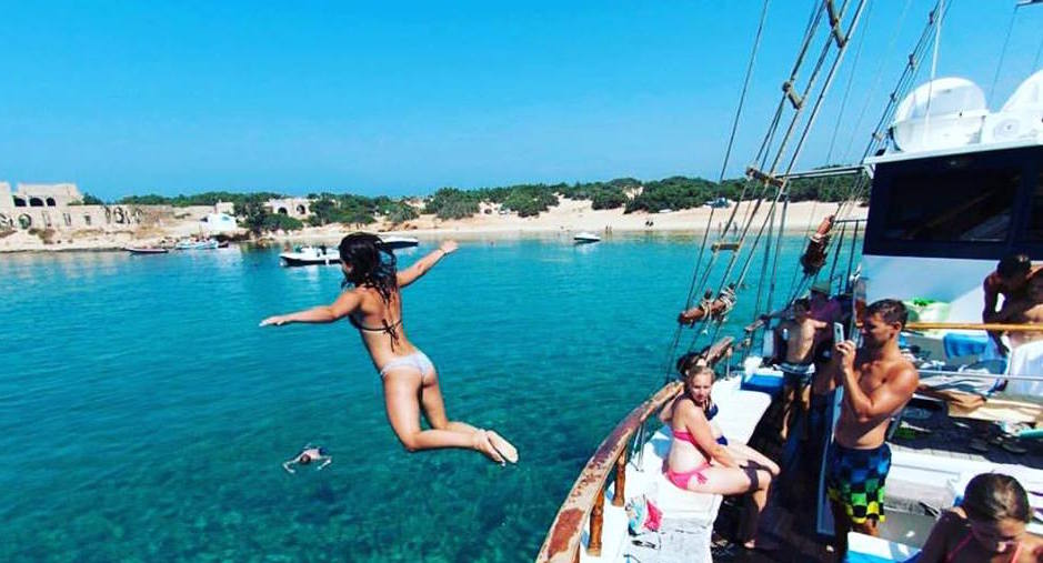 Take a refreshing dive during the Mykonos Cruise