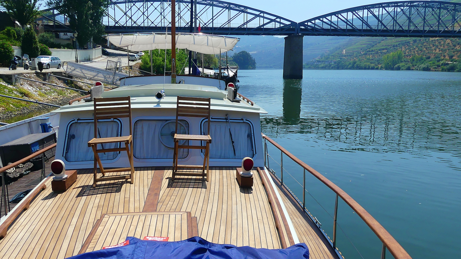 Explore the region of the Douro Valley by boat
