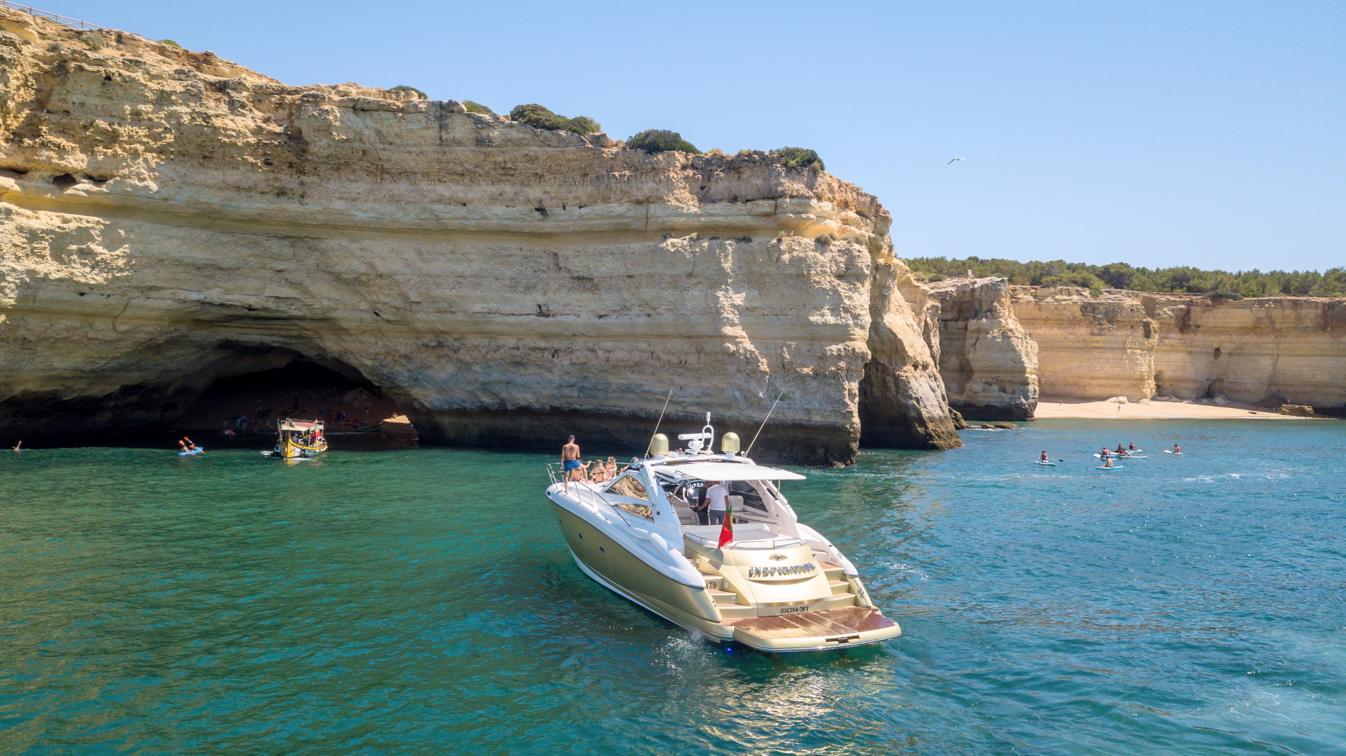 Admire the Algarve from your boat