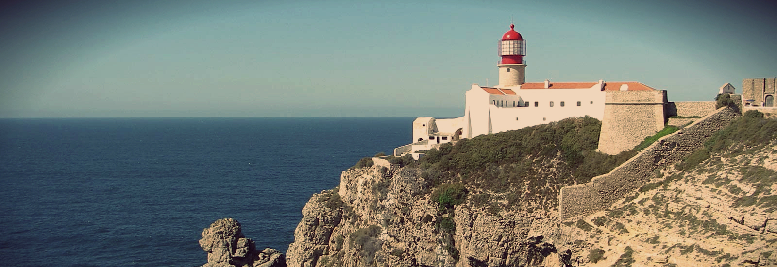 sagres s History the most southerly community in portugal and the most south-westerly in continental europe is at sagres, overlooking the bay of sagres, which is itself flanked by two headlands: atalaia point and sagres point.