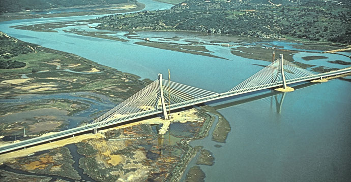 Bridge over Rio Arade (by Armando Rito)