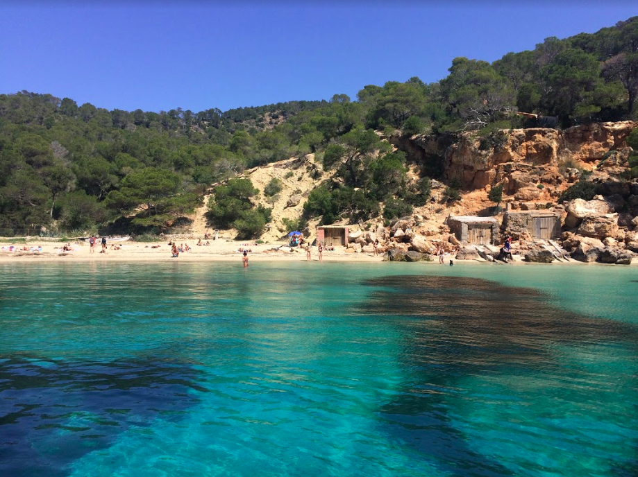 Discover Ibiza´s best beaches by boat