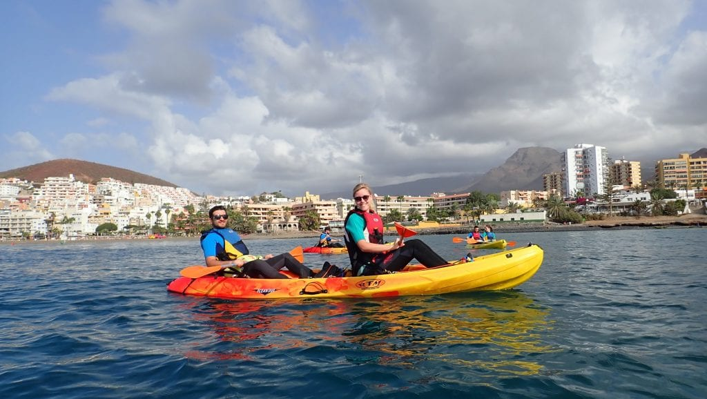 The snorkeling with turtles in Los Cristianos is done by kayak, a great workout!